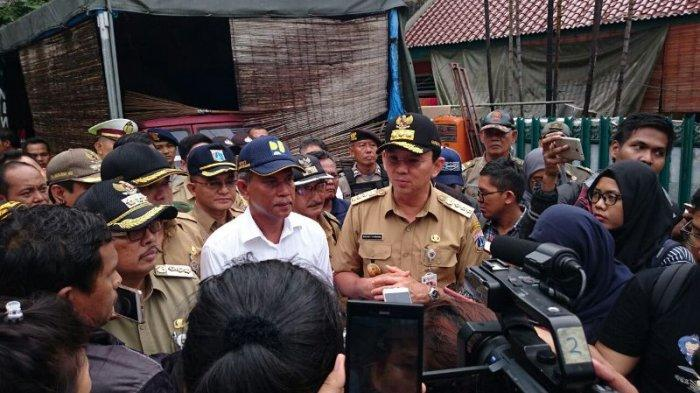 Pakai Seragam PNS Coklat, Ahok Tinjau Lokasi Rawan Banjir Bukit Duri