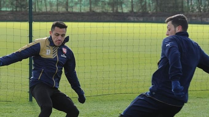 Alexis Sanchez Konsentrasi di Partai Arsenal vs Sutton United