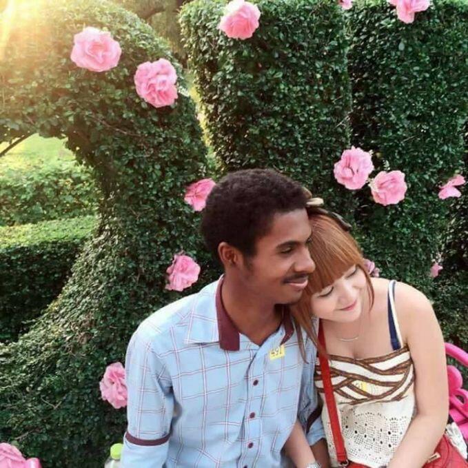 Kemesraan Pasangan Ini Nggak Cuma Bikin Kamu Baper