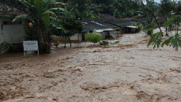 Banjir Bandang Terjang Kabupaten Bandung Barat: 100 Rumah ...