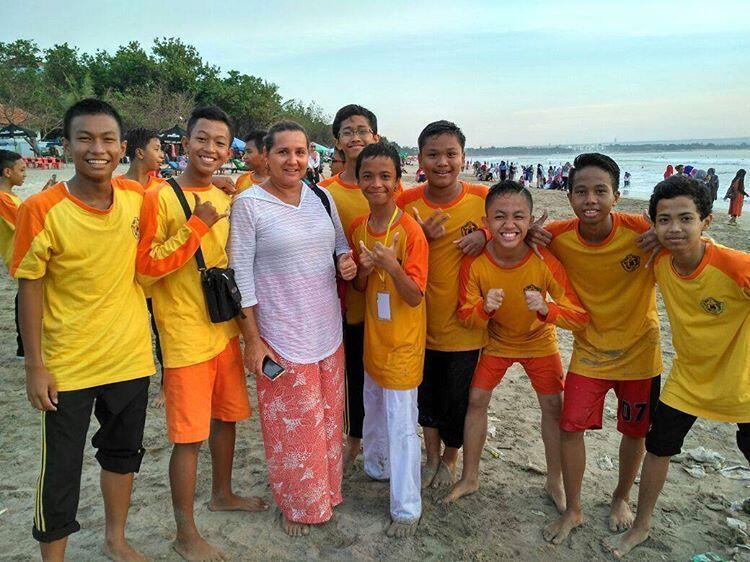 Macam-Macam Gaya Orang Indonesia Traveling di Bali  c401b5c3a1