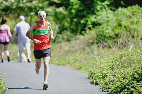 Pria Berusia 99 Tahun Menang Dramatis di Sebuah Lomba Lari