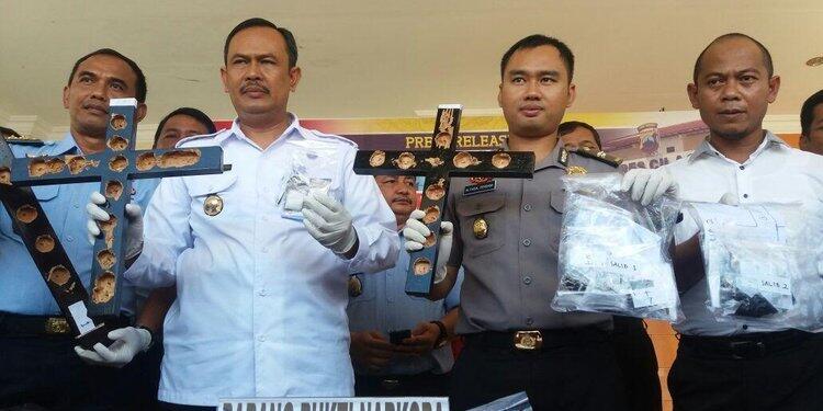 Narkoba dalam salib dan hanger kayu di Nusakambangan total 69 paket