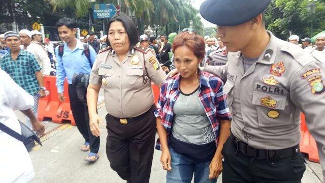 Massa Pro Ahok Ngompol Saat Diamankan Jawara Betawi