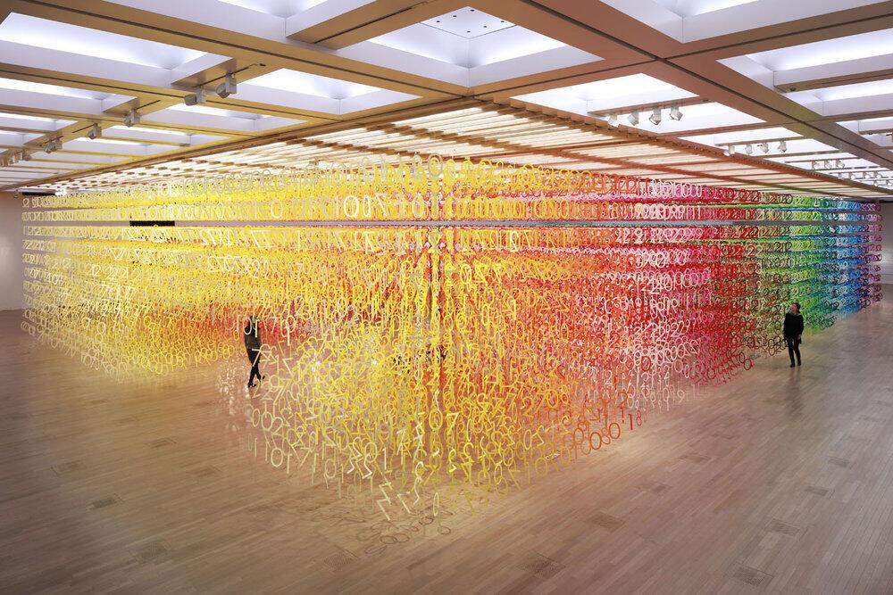 WOW, seniman ini membuat pelangi dari puluhan ribu kertas