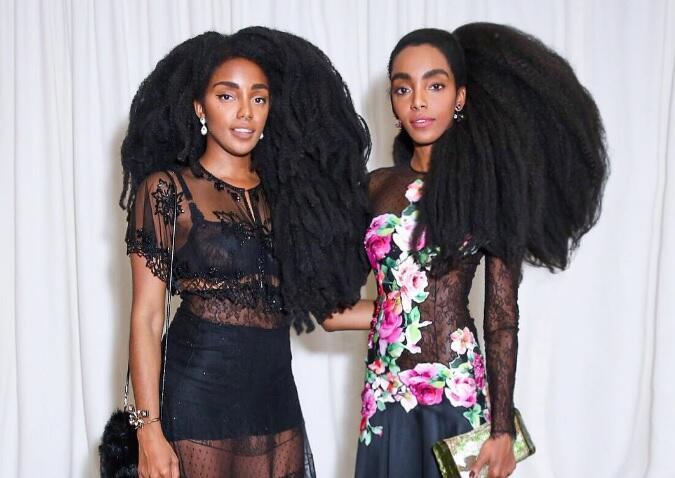 Sempat Minder dengan Model Rambutnya, Saudari Kembar Ini Justru Sukses Jadi Model
