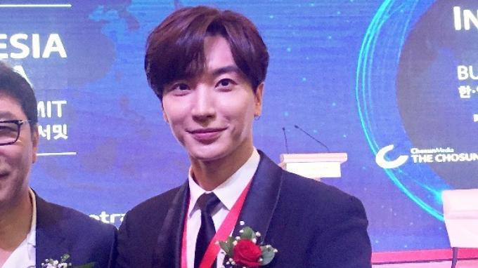 Pakai Bahasa Indonesia, Lee Teuk Undang Jokowi Nonton Konser Super Junior