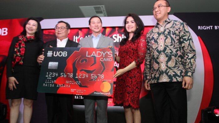 Motif Kartu Kredit UOB Lady's Card Didesain Perancang Busana Dunia