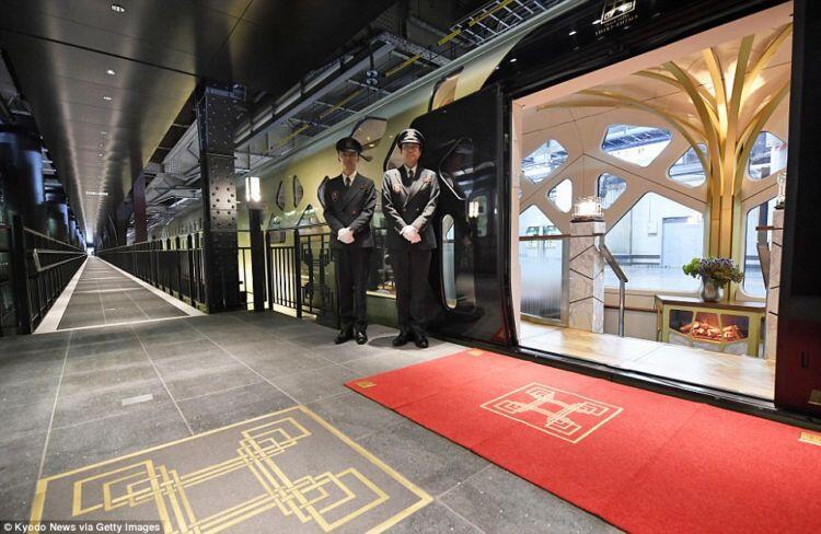 Punya Interior Mewah, Ini Kereta Api Atau Hotel Bintang Lima?