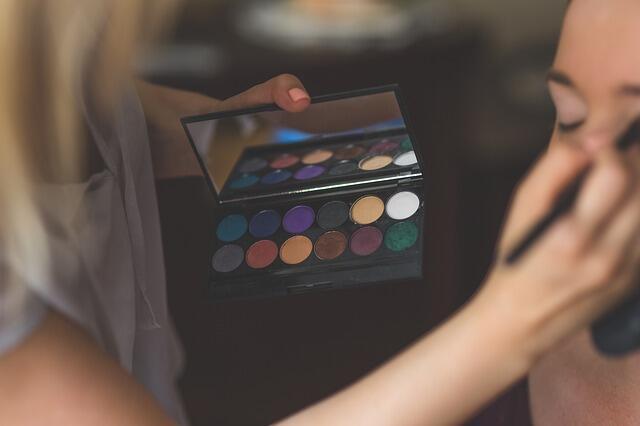 5 Hobi Perempuan yang Menghasilkan Uang