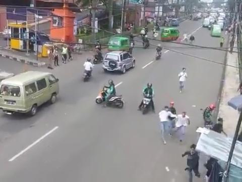 Mirip Film Hollywood,Driver Grab Bubarkan Tawuran Pelajar di Bogor