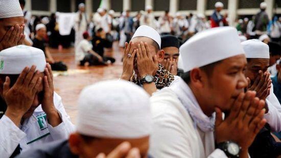 Anies-Sandi 'gunakan masjid' untuk kalahkan Ahok-Djarot?