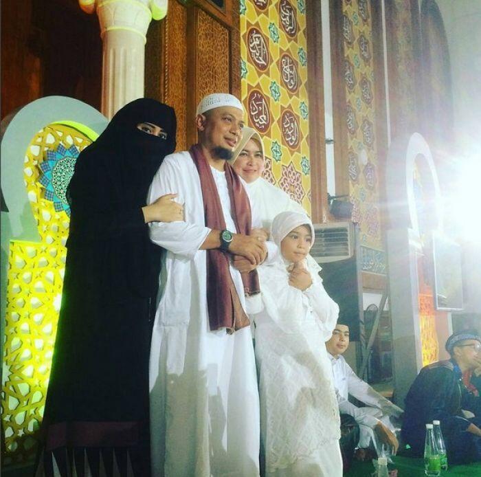 Bawa 2 Istri ke Muka Umum, Ustaz Arifin Ilham Panen Cemoohan