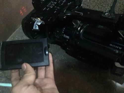 Ambil Gambar Mobil di Banjir Kemang, Jurnalis NET Diludahi