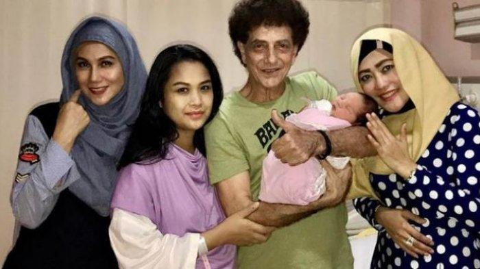 Ahmad Albar Setia Temani Istri Selama Proses Persalinan