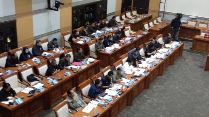 Jaksa Agung Curhat ke DPR, Mengapa KPK jadi Idola Masyarakat