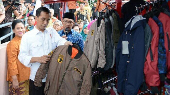 """20 Menit """"Blusukan"""" di Teras Cihampelas, Jokowi Puji Ridwan Kamil"""