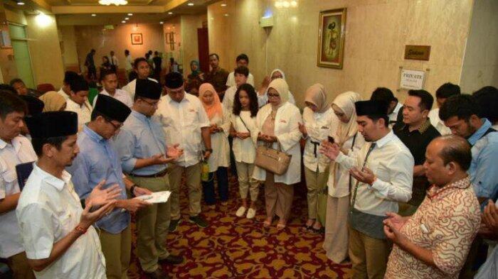 Ustaz Solmed Pimpin Doa Untuk Anies-Sandi Sebelum Debat