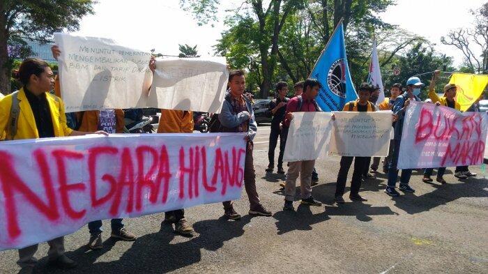 Mahasiswa Unjuk Rasa Tagih Janji Presiden Jokowi
