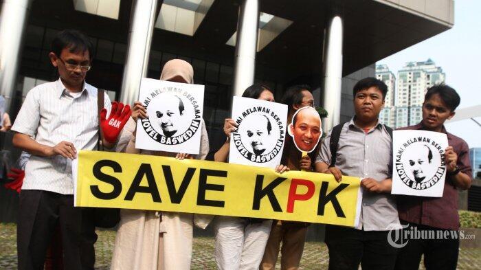 Pengamat: DPR Reaktif untuk Pencekalan Novanto, Bisu Saat Novel Disiram Air Keras