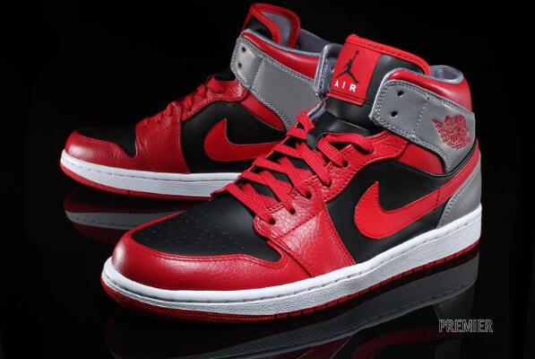 10 Sepatu Sneakers Legendaris Dunia  ae8063bf8b