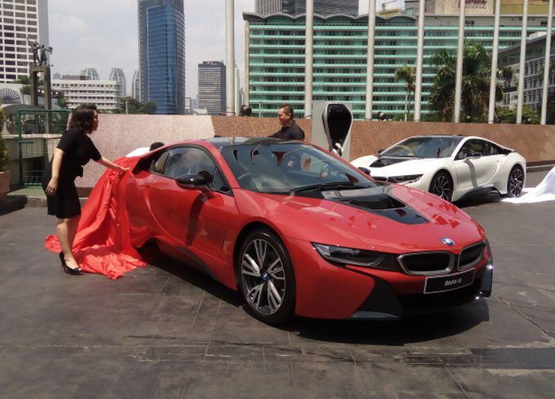 Cuma 1 Unit di Indonesia, Apa Istimewanya BMW i8 Protonic Red Edition?