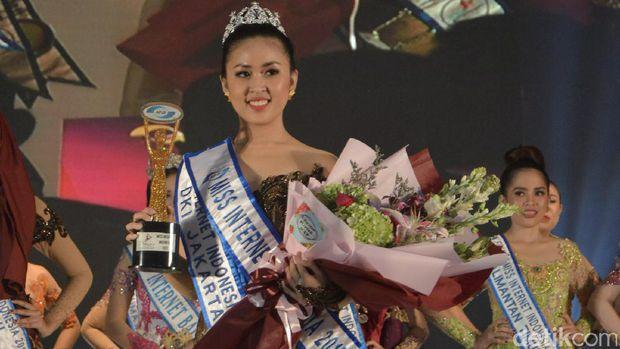 Marsya Gusman Rebut Gelar Miss Internet Indonesia 2017