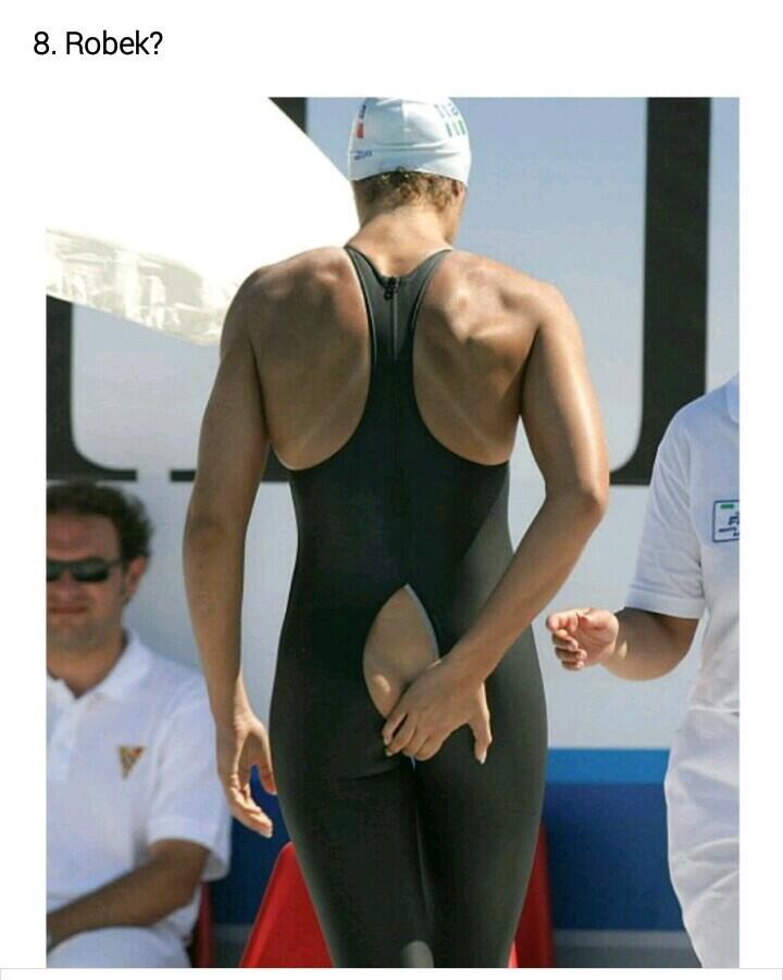 10 Kejadian Paling Memalukan Gara-gara Baju Olahraga   KASKUS