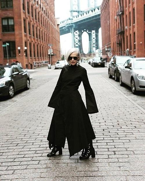 Dikira Fashion Ikon, Profesor Ini Ujung-Ujungnya Jadi Model Beneran