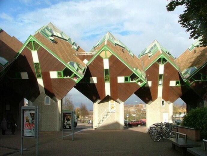 7 Bentuk Bangunan yang Membingungkan, Tapi Keren