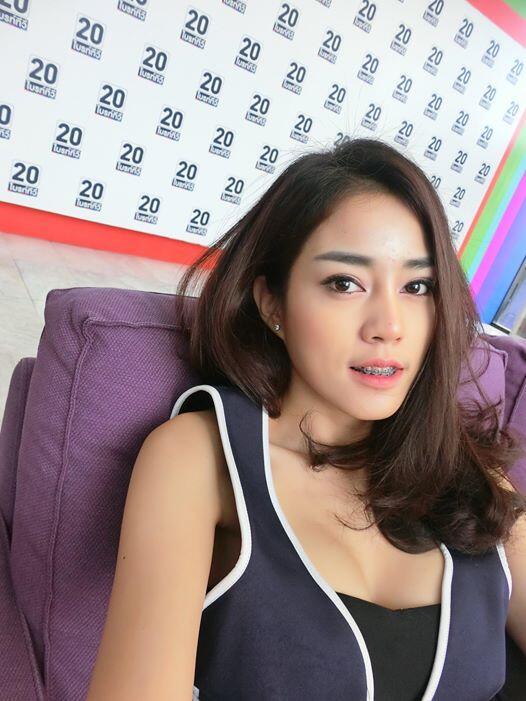 Nitchamon Jirapatchanon, Tukang Cukur Cantik yang Jadi Buruan Netizen