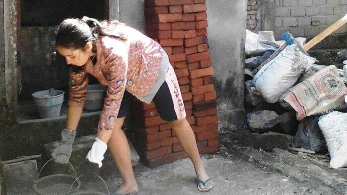 Bukan Kisah FTV, Supir Angkot Cantik Ini Benar-Benar Nyata