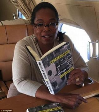 Orang Sukses Ini Sering Menghabiskan Waktunya Untuk Membaca Buku