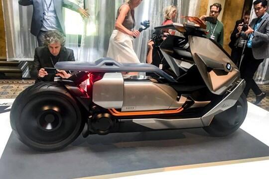 BMW Memperkenalkan Konsep Skuter Listrik Yakni BMW Concept