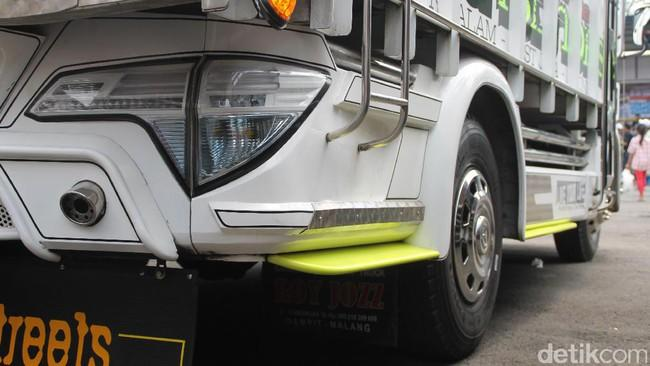 Lagi N ren Truk Pakai Lampu Mobil SUV Pajero HR V Fortuner