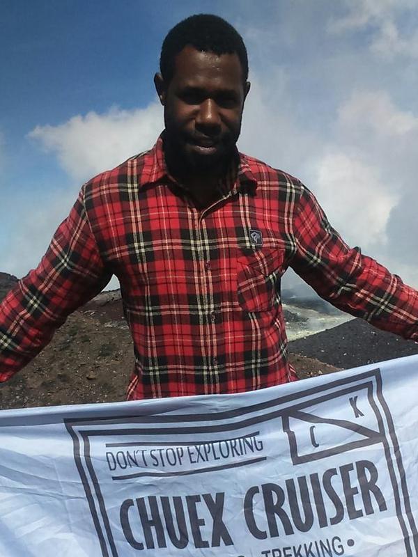 Kesatria dari Papua, Menggendong Pendaki Selama 10 jam