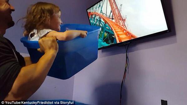 Kreatifnya Ayah Ini, Bawain Roller Coaster ke Rumah untuk Anak Perempuannya