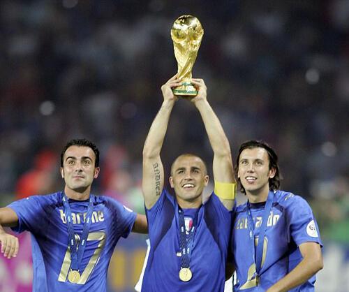 Juara Piala Dunia Ini Nyari Klub Baru Lewat LinkedIn!