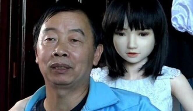 Kenapa Pria Jepang Lebih Suka  Menjalin Hubungan  dengan Boneka Dewasa  d6f6a77882