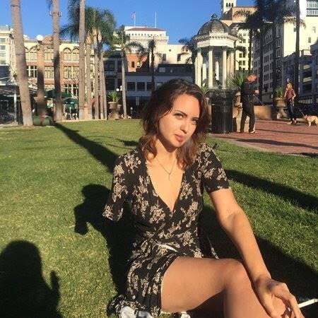 Wanita Bertangan Satu Ini Tampil Penuh Percaya Diri, Eh... Jadi Rebutan Para Pria - Motivasinews.com