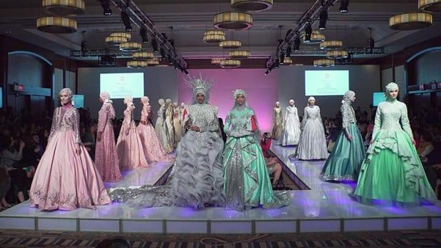 Menilik Deretan Fashion Show yang Pernah Diikuti Anniesa Hasibuan