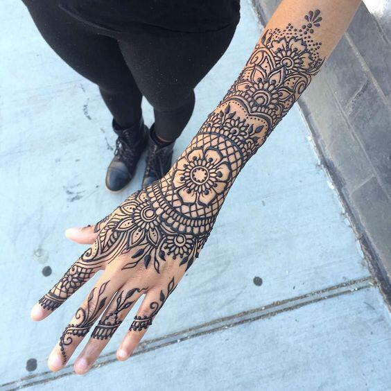 Desain Henna Ini Bukan Cuma Cantik Dilihat Tapi Juga Bisa Dicoba