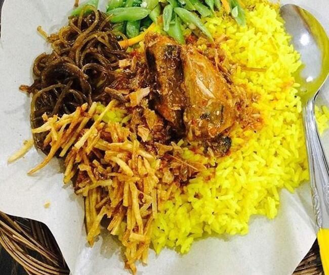 Mau Sarapan Apa? Yuk, Coba 7 Racikan Nasi Kuning Berlauk Komplet Ini! | KASKUS