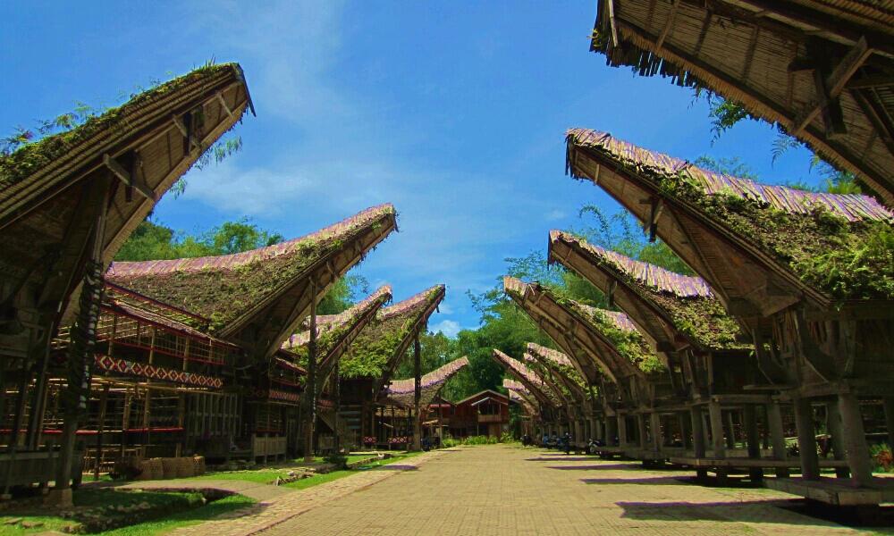 10 KAMPUNG ADAT TERPOPULER DI INDONESIA