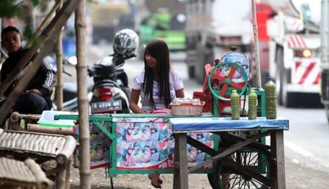Bikin Melongo! Secantik Selebritis Ternyata Para Cewek Ini Adalah Penjual Es Tebu