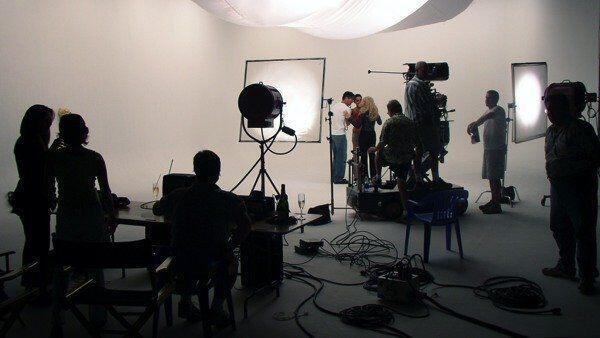 Kenapa Dinamakan Film Biru? Ini Dia 6 Fakta Tentang Film Biru