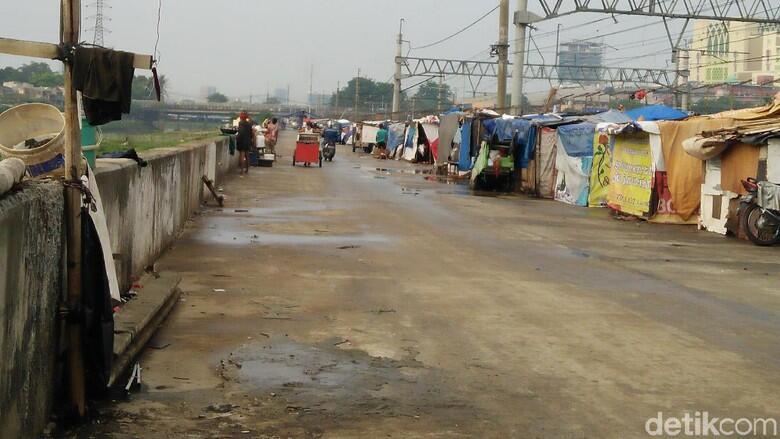 Sandiaga: Yang Tinggal di Gubuk Tanah Abang Bukan Warga DKI