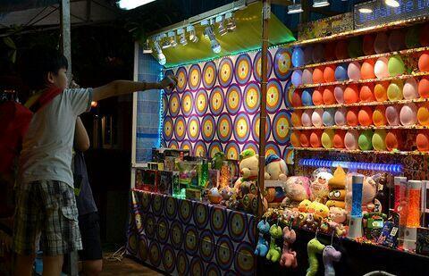 Aneka Jajanan di Pasar Malam Singapura