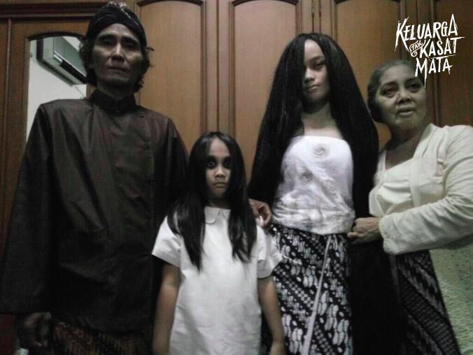 Daripada Diganggu Keluarga Tak Kasat Mata, Mending Ikut Meme Competition Ini Gan