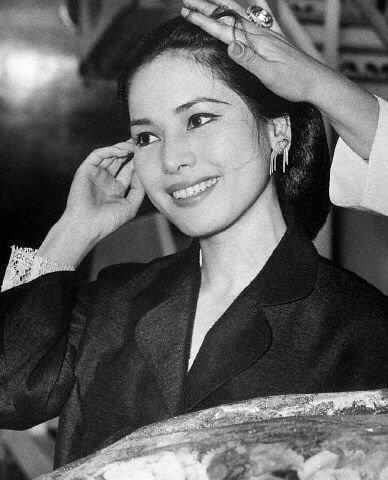 Usia Hampir 80 Tahun, Penampilan Istri Soekarno Masih Memukau